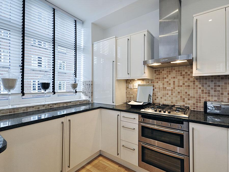 Функциональный подоконник на кухнях 9 метров