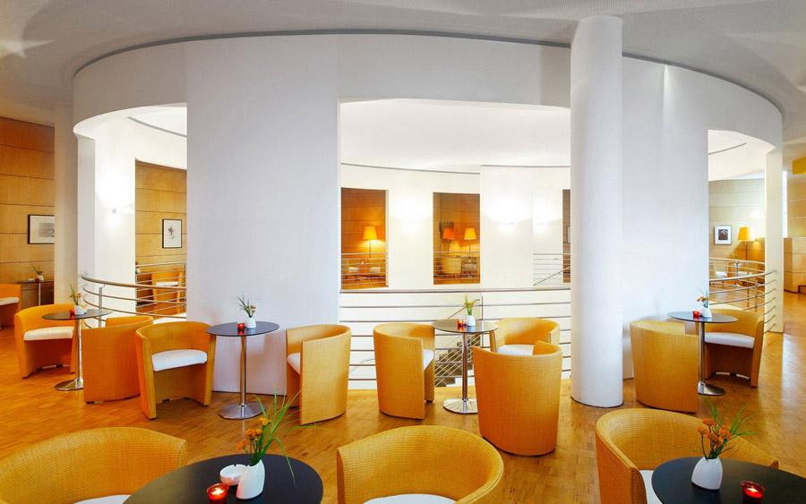 Дизайн интерьера кафе в светлых тонах